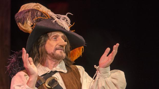 José Luis Gil caracterizado como Cyrano de Bergerac