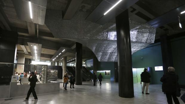 Vestíbulo del CaixaForum Sevilla, diseñado por Guillermo Vázquez Consuegra