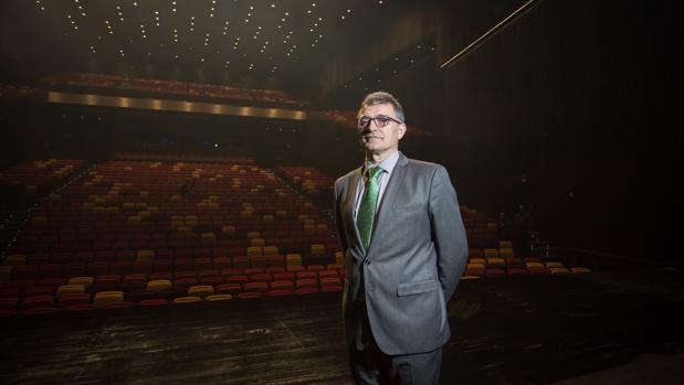 Enrique Salaberría en el escenario del Cartuja Center Cite