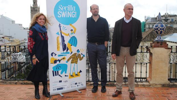 Isabel Ojeda, Iván Pivotti (de la organización del festival) y Antonio Muñoz en la presentación del festival