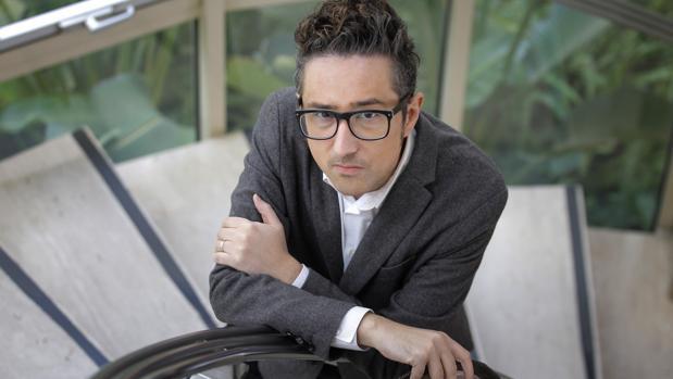 El escritor argentino Patricio Pron durante una visita en Sevilla