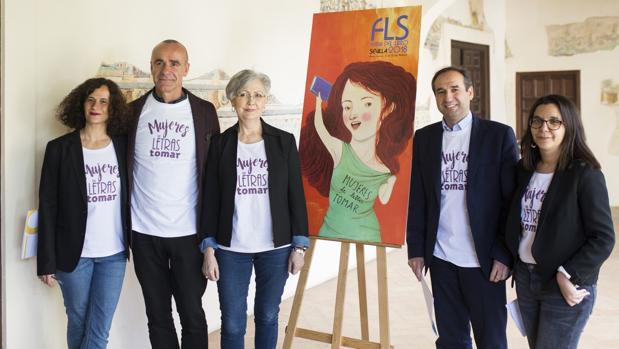 Responsables de la Feria del Libro y representantes de instituciones junto al cartel de Irene Mala
