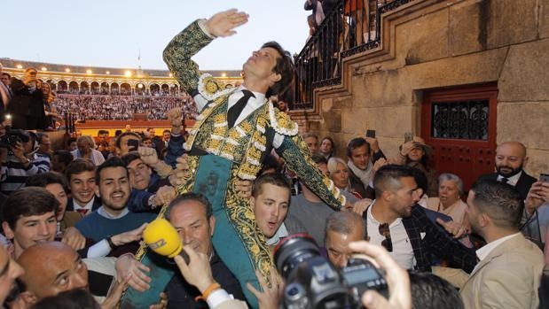 El diestro Julian López, «El Juli», hace historia al indultar a «Orgullito» y abrir la Puerta del Príncipe