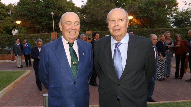 Rogelio Gómez, pregonero taurino, y Luis Carlos Peris, periodista sevillano