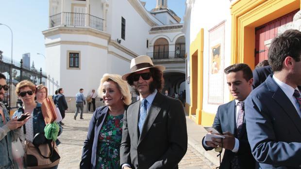 El diestro cigarrero en la Puerta del Príncipe en la pasada Feria de Abril