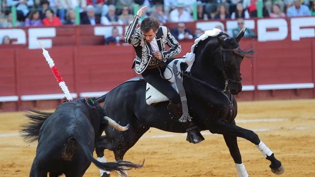 El rejoneador Pablo Hermoso de Mendoza, durante su faena en la corrida de rejones