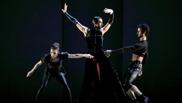 «Carmen» de Bizet, del ballet de Víctor Ullate, durante el ensayo general.