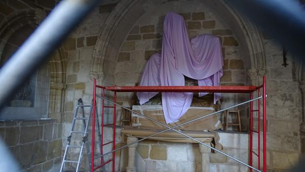 Los restauradores exigen sanciones por los daños a la talla de San Jorge de Estella