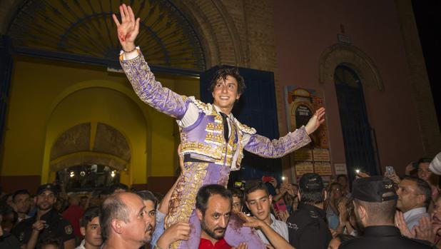 Roca Rey en la corrida de toros fiestas Colombinas de Huelva