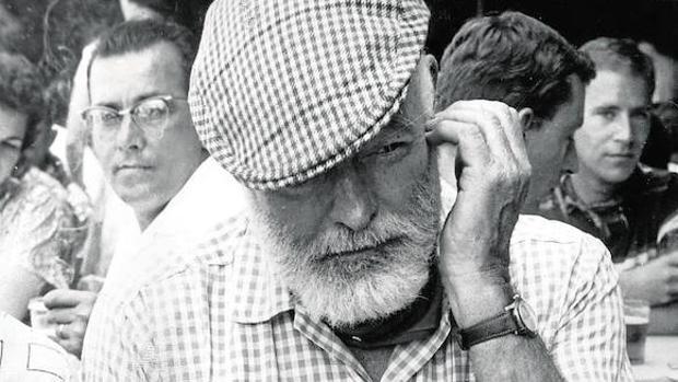 Fotografía de Ernest Hemingway tomada en los Sanfermines, que dio a conocer en todo el mundo