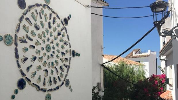 Una de las obras que conforman el museo al aire libre de la localidad, fruto de los Encuentros de Arte