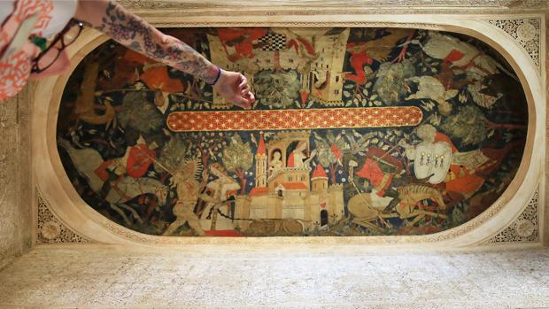 Perspectiva de las escenas cortesanas que decoran la estancia, que debió ser escenario de fiestas y celebraciones en la etapa nazarí