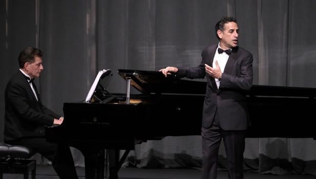 Juan Diego Flórez, acompañado del pianista Vincenzo Escalera