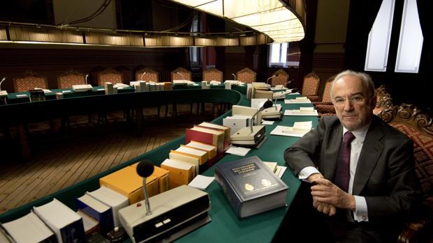 La Real Academia Española, ante la elección más difícil de su historia