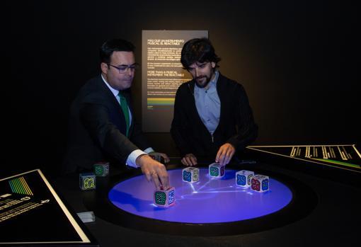 Moisés Roiz y Javier Hidalgo accionando el reactable