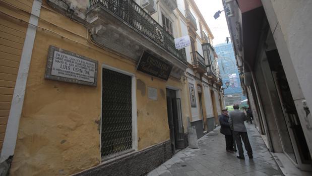 Fachada de la casa natal de Luis Cernuda en la calle Acetres