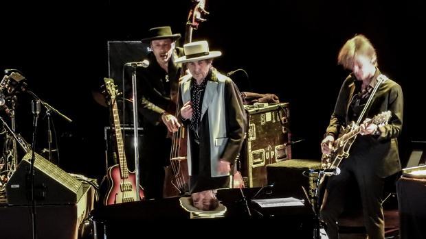 El cantante y compositor Bob Dylan durante una actuación en Nottingham