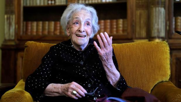 La poeta uruguaya Ida Vitale, premio Cervantes 2018, en la Biblioteca Nacional de España
