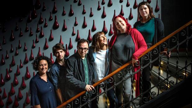 Belbel, junto a los actores y guionistas de «Dolors»