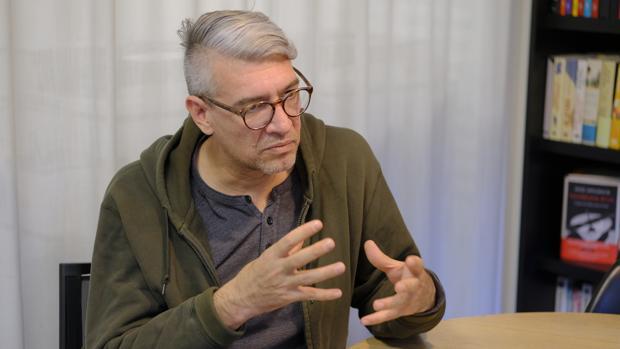 Emiliano Monge, durante la entrevista con ABC