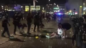 Terrorífica batalla campal en Marsella con hooligans ingleses: perros, gases lacrimógenos...