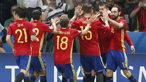 España añade el gol al buen fútbol y da un recital