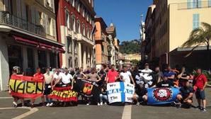 Quince ultras españoles, retenidos en Niza