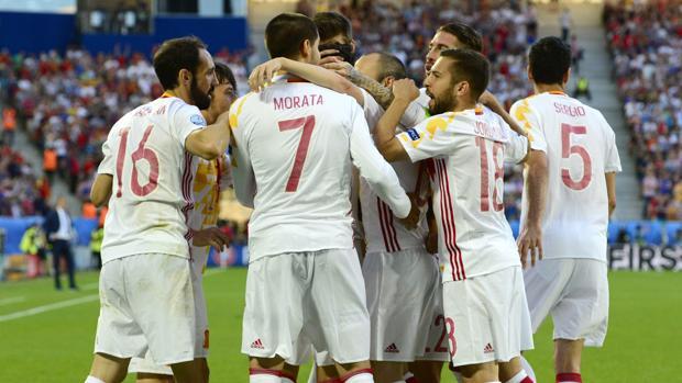 Los jugadores de la selección, tras el gol ante Croacia