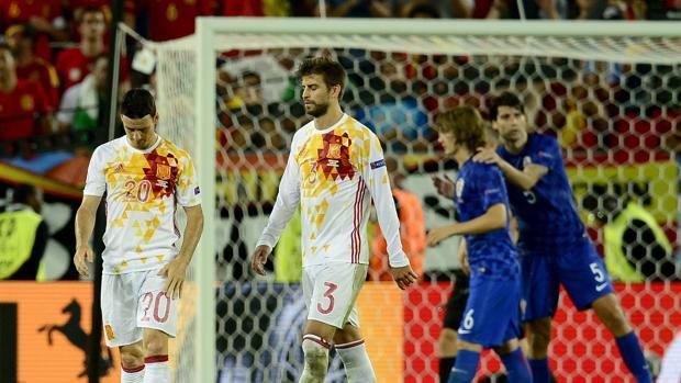 Aduriz y Piqué, al término del partido contra Croacia