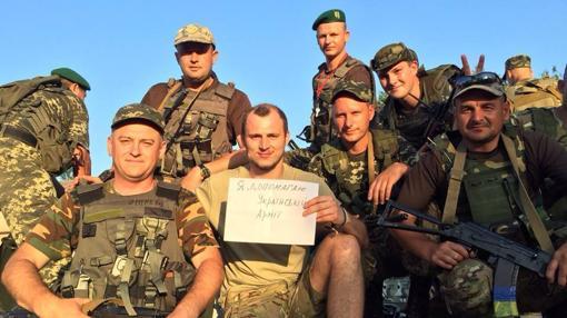 Zozulya, junto a soldados del Ejército ucraniano