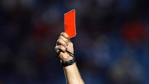 Sanción de 47 partidos por pegar a un árbitro
