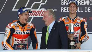 Márquez y Pedrosa, en el podio del Gran Premio de España con Don Juan Carlos