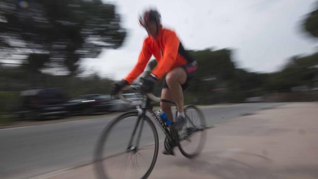 Imagen de archivo de un ciclista en la Casa de Campo