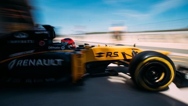 Robert Kubica, al volante del Renault E20 en Cheste