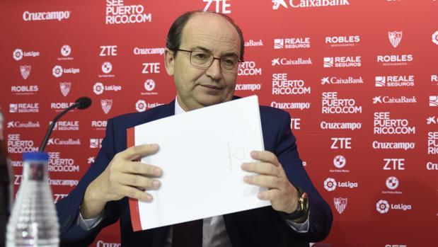 José Castro, presidente del Sevilla, en una rueda de prensa