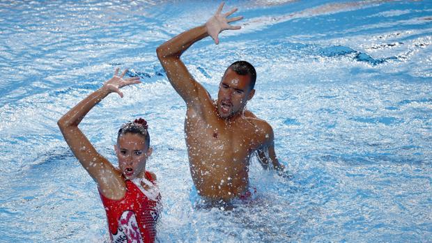 Berta Ferreras y Pau Ribes, durante su ejercicio en Budapest