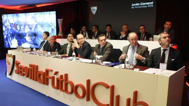 La reunión del consejo del Sevilla FC, minuto a minuto