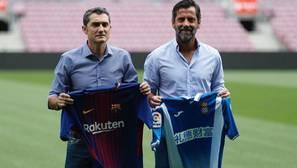 Valverde y Quique posan con las camisetas de sus respectivos equipos