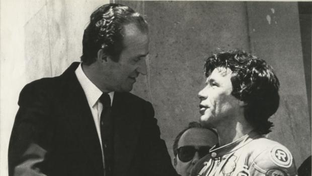 Ángel Nieto, con el Rey Juan Carlos, en la celebración del título de 1982