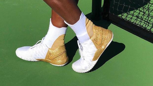 La tenista muestra una foto de sus zapatillas, con las que vuelve a las pistas tras ser madre