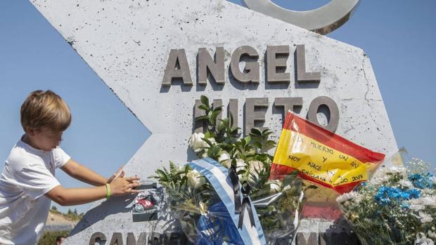 Uno de los homenajes que recibió Ángel Nieto después de su muerte