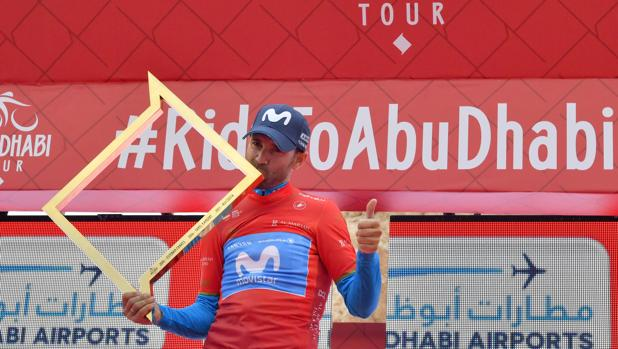 Valverde, con el trofeo de ganador de la prueba