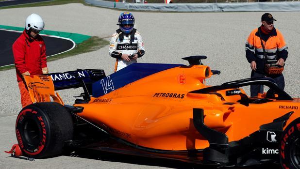 Alonso contempla el McLaren MCL33