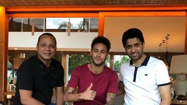 El padre de Neymar, Neymar y Al Khelaifi