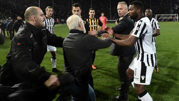 Ivan Savvidis, durante los incidentes en el PAOK-AEK