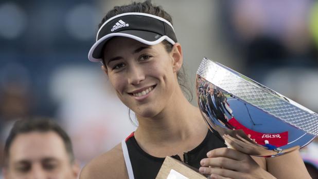 Muguruza, con su trofeo de Monterrey