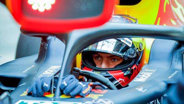 Max Verstappen, en su monoplaza durante el GP de China