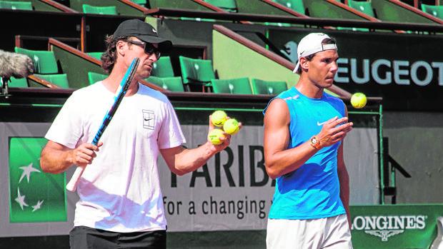 Carlos Moyà y Rafa Nadal, en un entrenamiento en París