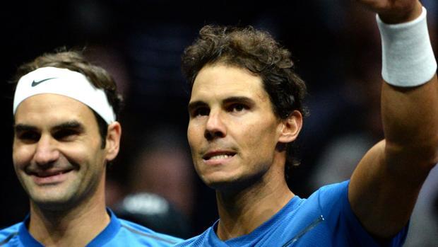 Roger Federer y Rafa Nadal durante un partido de exhibición