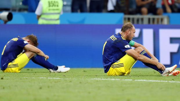 Los jugadores suecos, desolados tras la derrota